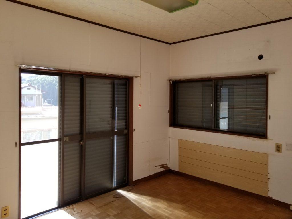 洋室の壁と床の施工前