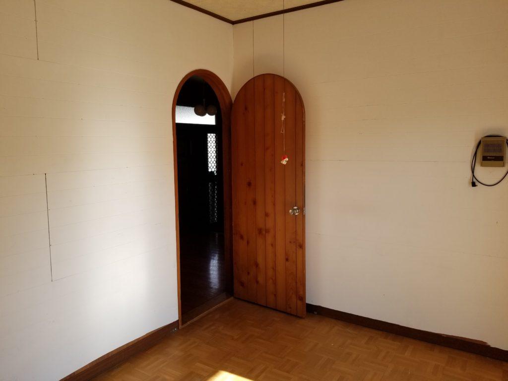 洋室の扉の施工前