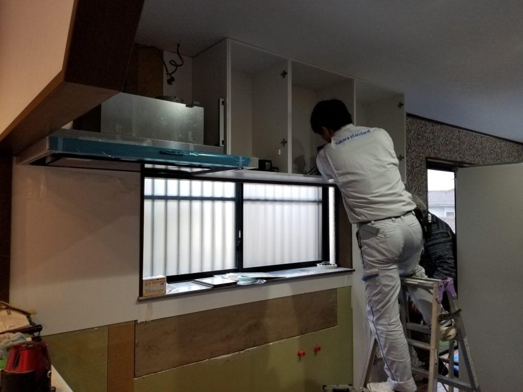 システムキッチン交換の施工中