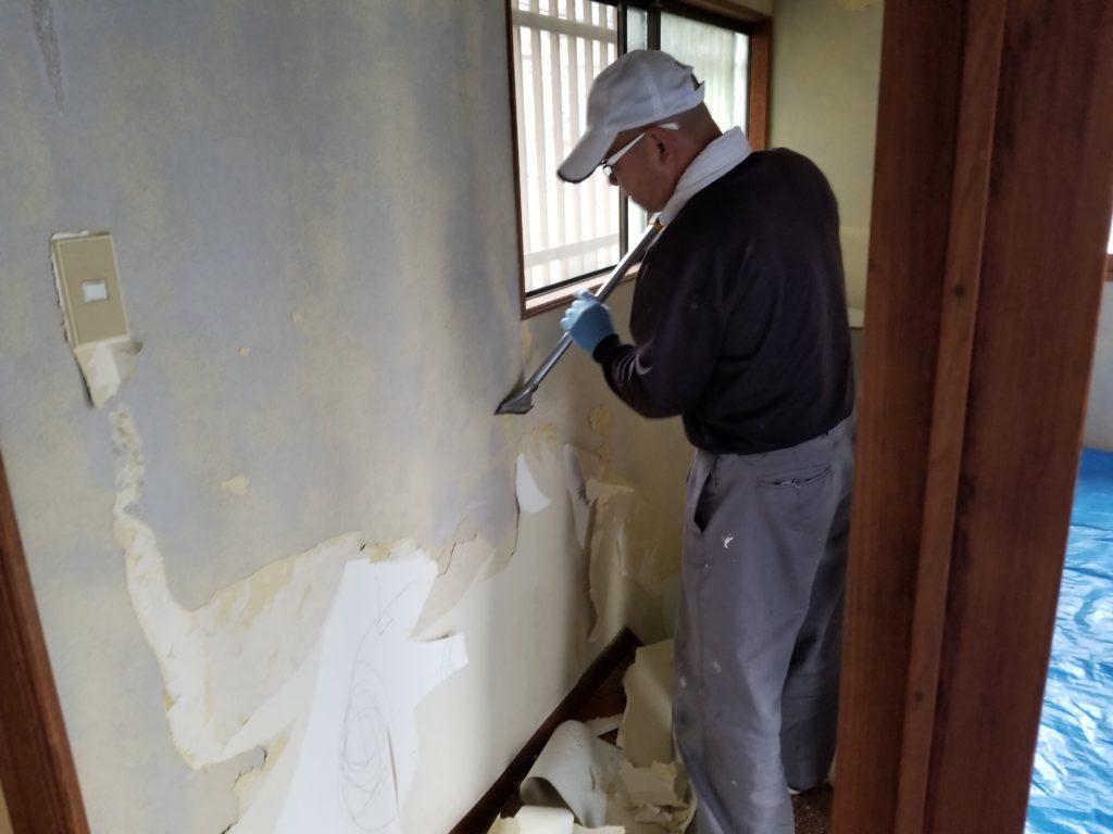 内装リフォーム壁の施工中