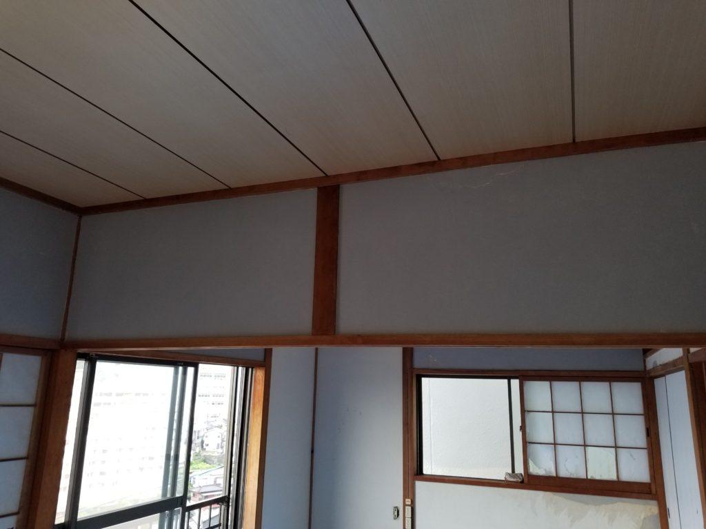 内装壁の施工中