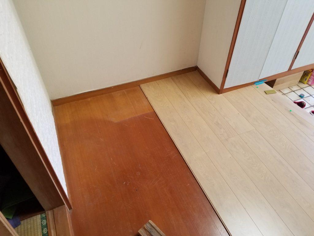 廊下の床のリフォームの施工中