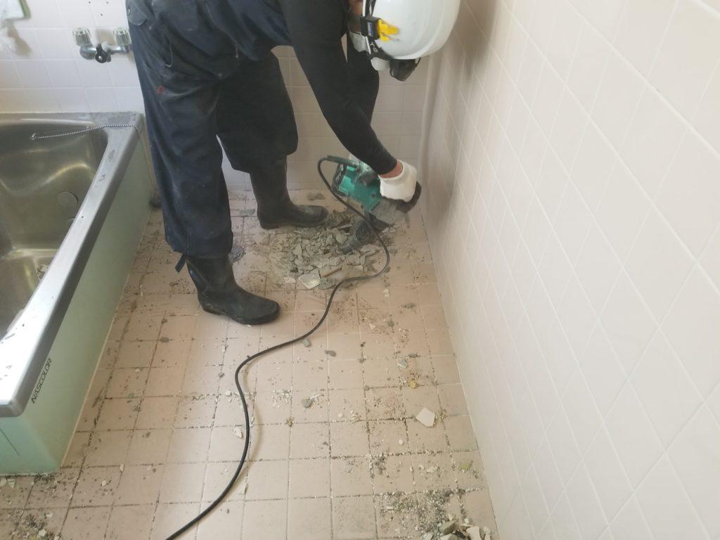 浴室リフォームの解体施工中