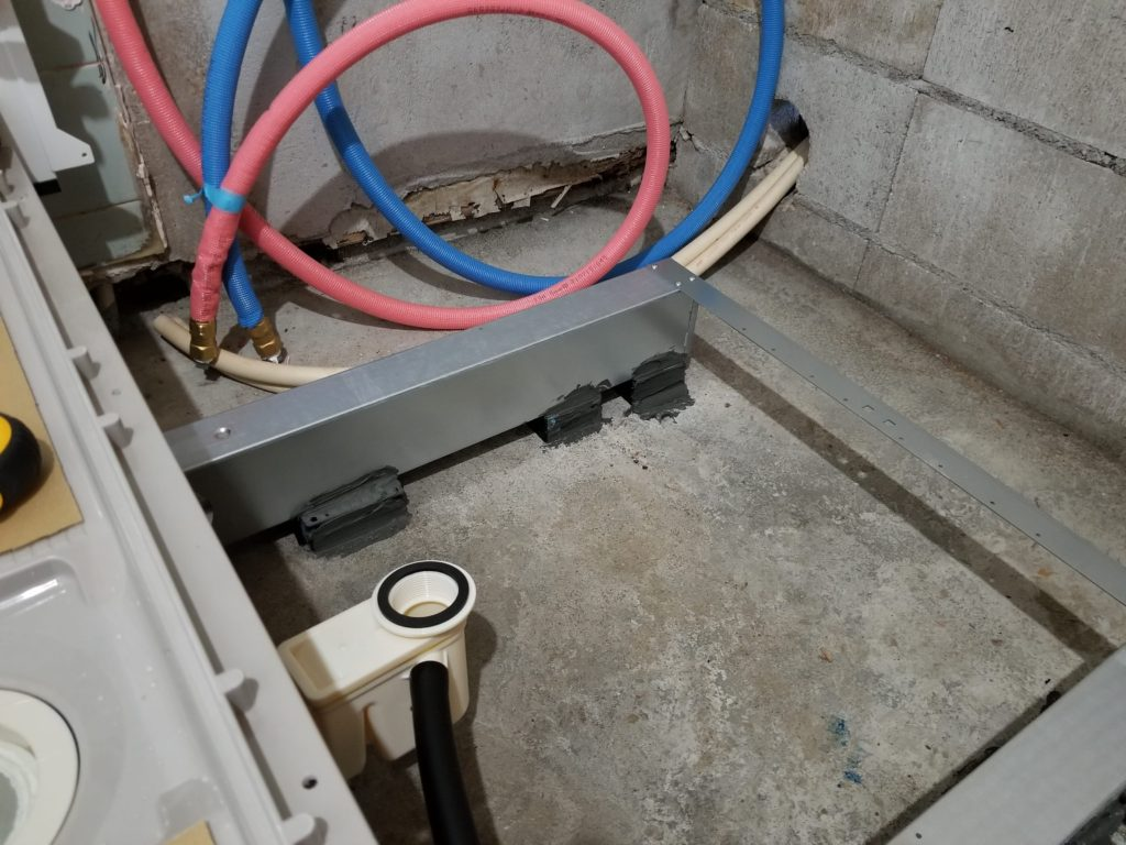 浴室リフォームのユニットバスの施工中